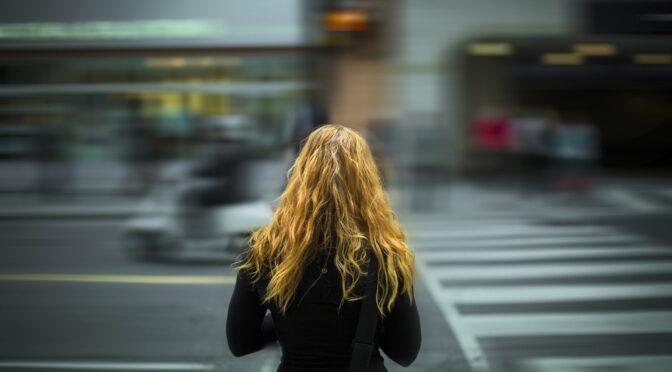 Odpowiedź kobiet na męską dominację. Czy niesie za sobą koszty psychologiczne?