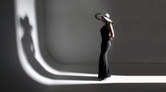 Postać bez cienia jest tylko widmem. Podobnie jak nasza psyche